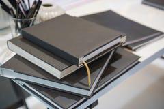 Libro posteriore sulla tavola Immagine Stock
