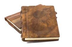 Libro precioso con un cuero noble y una ensenada de madera fotografía de archivo