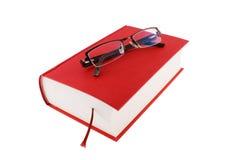 Libro rojo con los vidrios Imágenes de archivo libres de regalías