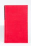 Libro rosso della libro con copertina rigida su priorità bassa bianca fotografia stock libera da diritti
