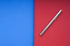 Libro rosso su una priorità bassa blu Fotografia Stock Libera da Diritti