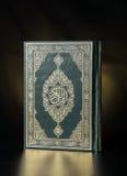 Libro sacro chiuso di Corano Immagine Stock