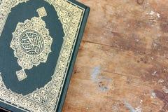 Libro sagrado del Corán foto de archivo