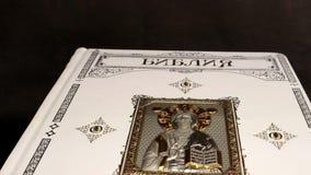 Libro sagrado del oro, la biblia en grabados de Gustave Dore en el libro ruso, precioso de la biblia, cristianismo de la religión metrajes