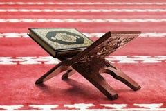 Libro sagrado del Quran de musulmanes fotografía de archivo libre de regalías