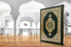 Libro sagrado del Quran de musulmanes imagen de archivo