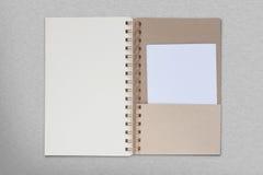 Libro sul fondo del metallo Fotografia Stock
