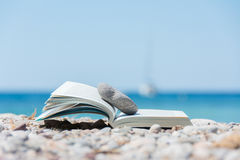 Libro sulla spiaggia Immagini Stock