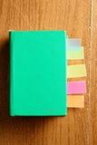 Libro verde con las señales Foto de archivo