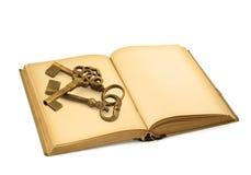 Libro viejo con claves fotos de archivo