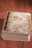 Libro viejo de la biblioteca Imagen de archivo libre de regalías