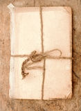 Libro viejo y cuerda Imagenes de archivo
