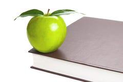 Libro y Apple Foto de archivo libre de regalías