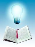 Libro y bombilla Foto de archivo