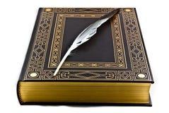 Libro y pluma antiguos Imagen de archivo