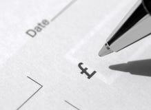 Libro y pluma de cheque Foto de archivo libre de regalías