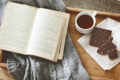 Libro y suéter Fotografía de archivo