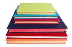Libros coloreados apilados imagenes de archivo