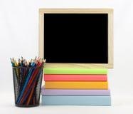 Libros coloreados y lápices coloreados Foto de archivo libre de regalías