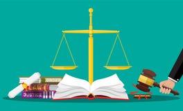 Libros de código de la ley, escalas de la justicia y mazo del juez libre illustration