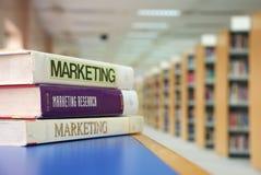 Libros de la comercialización Imágenes de archivo libres de regalías