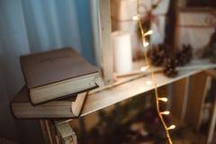 Libros de la decoración de la Navidad Fotografía de archivo libre de regalías