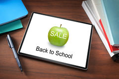 Libros de la tableta de la venta de la escuela fotos de archivo libres de regalías