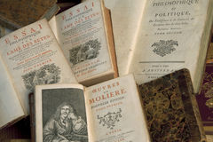 Libros de la vendimia en una pila Imágenes de archivo libres de regalías