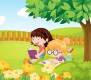 Libros de lectura de las muchachas Imágenes de archivo libres de regalías