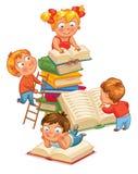 Libros de lectura de los niños en la biblioteca Imagen de archivo