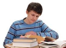 Libros de lectura del muchacho Fotos de archivo