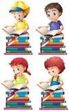 Libros de lectura del muchacho y de la muchacha Imágenes de archivo libres de regalías