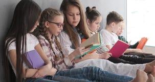 Libros de lectura de los ni?os en casa almacen de video
