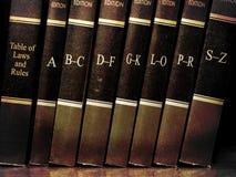 Libros de ley en estante Fotografía de archivo