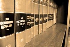 Libros de ley en la discriminación del trabajo Fotos de archivo libres de regalías