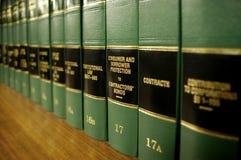 Libros de ley en la protección al consumidor fotografía de archivo