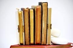 libros de oración viejos en fila Fotografía de archivo libre de regalías