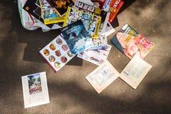 Libros de Rithmetic que mienten en la tierra Foto de archivo libre de regalías