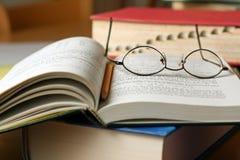 Libros de texto en el vector Fotografía de archivo