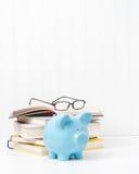 Libros de texto y Piggybank Fotografía de archivo libre de regalías