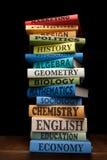 Libros de textos de la universidad de la pila de los libros de estudio de la educación Foto de archivo