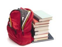Libros de textos llenos del morral y de la escuela Imágenes de archivo libres de regalías