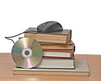 Libros, dvd, y ratón imágenes de archivo libres de regalías
