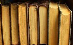 Libros en el estante fotos de archivo libres de regalías