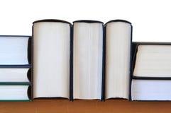 Libros en estante Imagenes de archivo