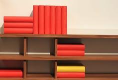 Libros en estante imagen de archivo libre de regalías