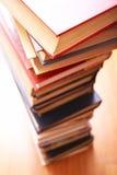 Libros en una educación del row? Imagenes de archivo