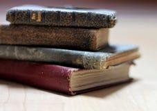 Libros gastados polvorientos Imagenes de archivo