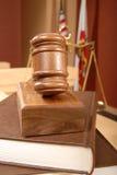 Libros legales ante el tribunal Fotografía de archivo