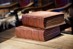 Libros medievales de la corte imagenes de archivo